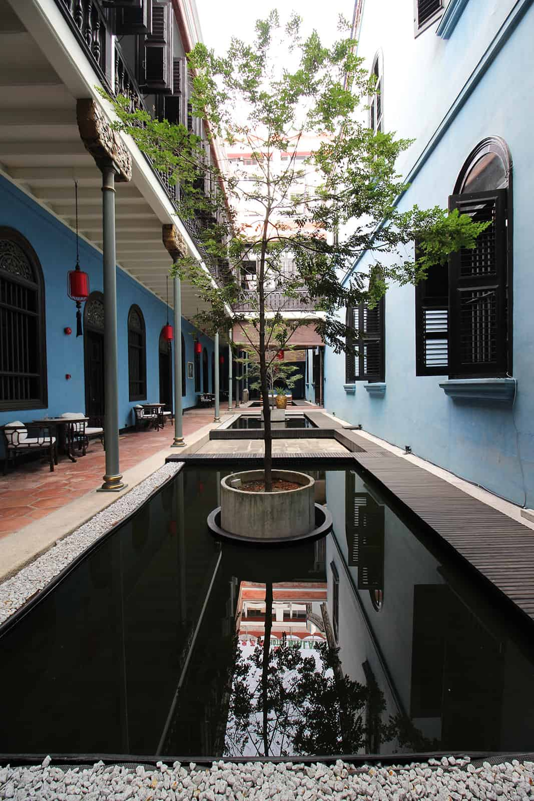 boutique-hotel-penang-island-blue-mansion-architecture-01-1_uqsubw Courtyard