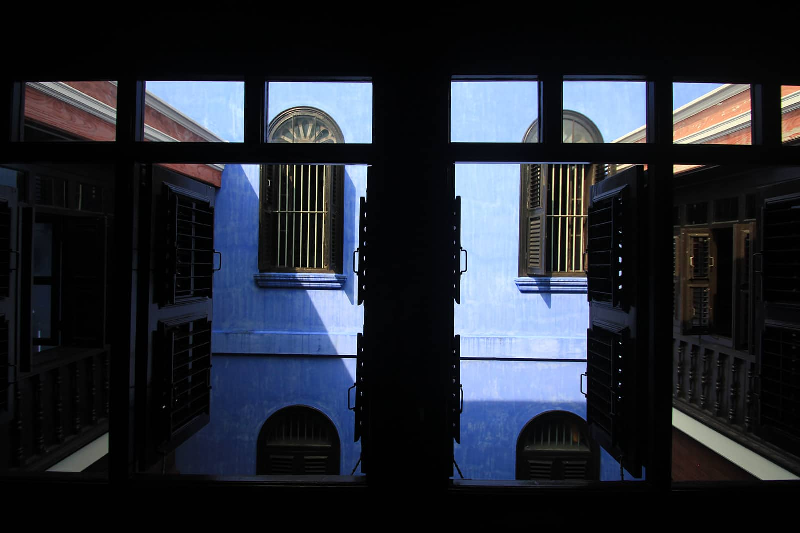 boutique-hotel-penang-island-blue-mansion-architecture-19_k15sbf Courtyard